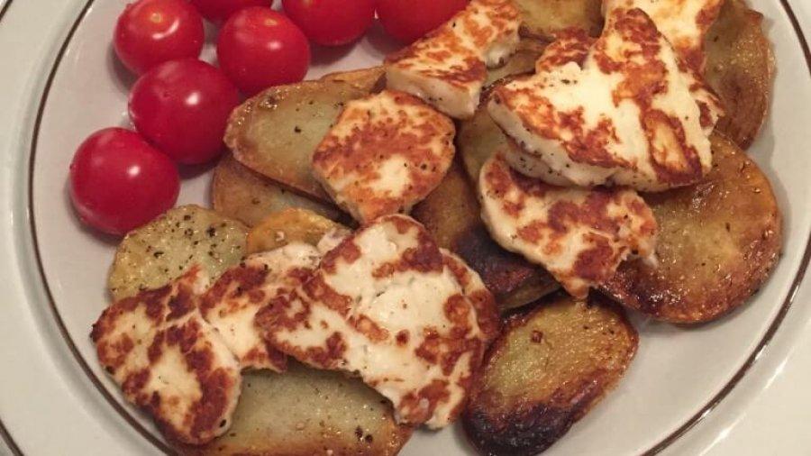 Leckere Snacks: Halloumi mit Bratkartoffeln