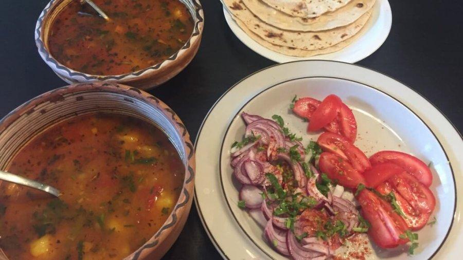 Aloo Tamatar Ki Sabzi (Tomaten-Kartoffel-Curry)