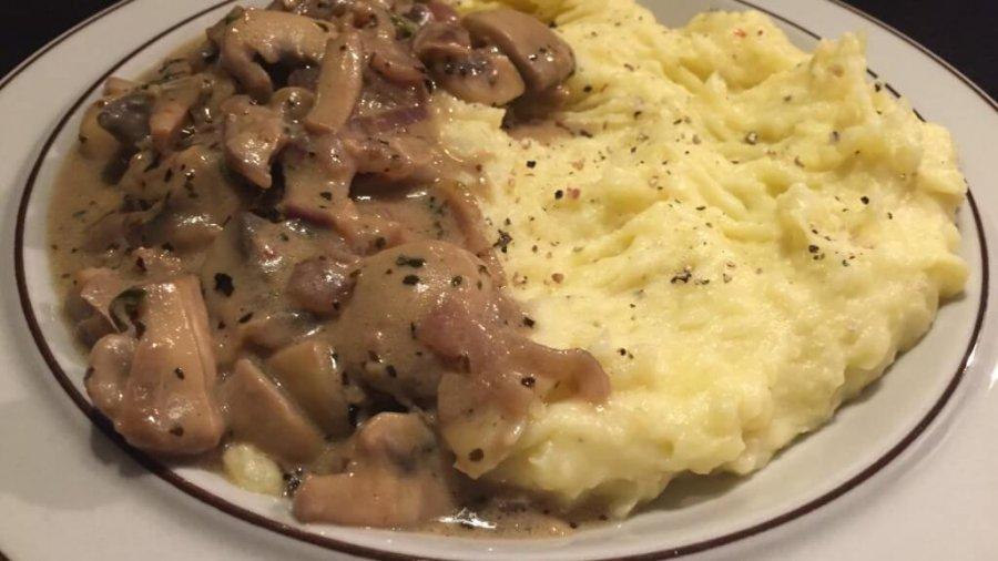 Kartoffelpüree mit Pilzen