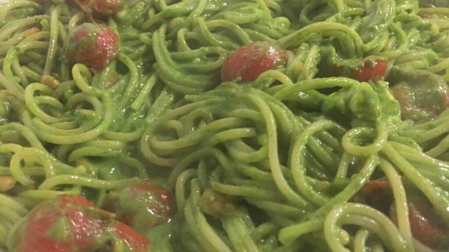Barilla Spaghetti mit Hausgemachte Spinat Pesto